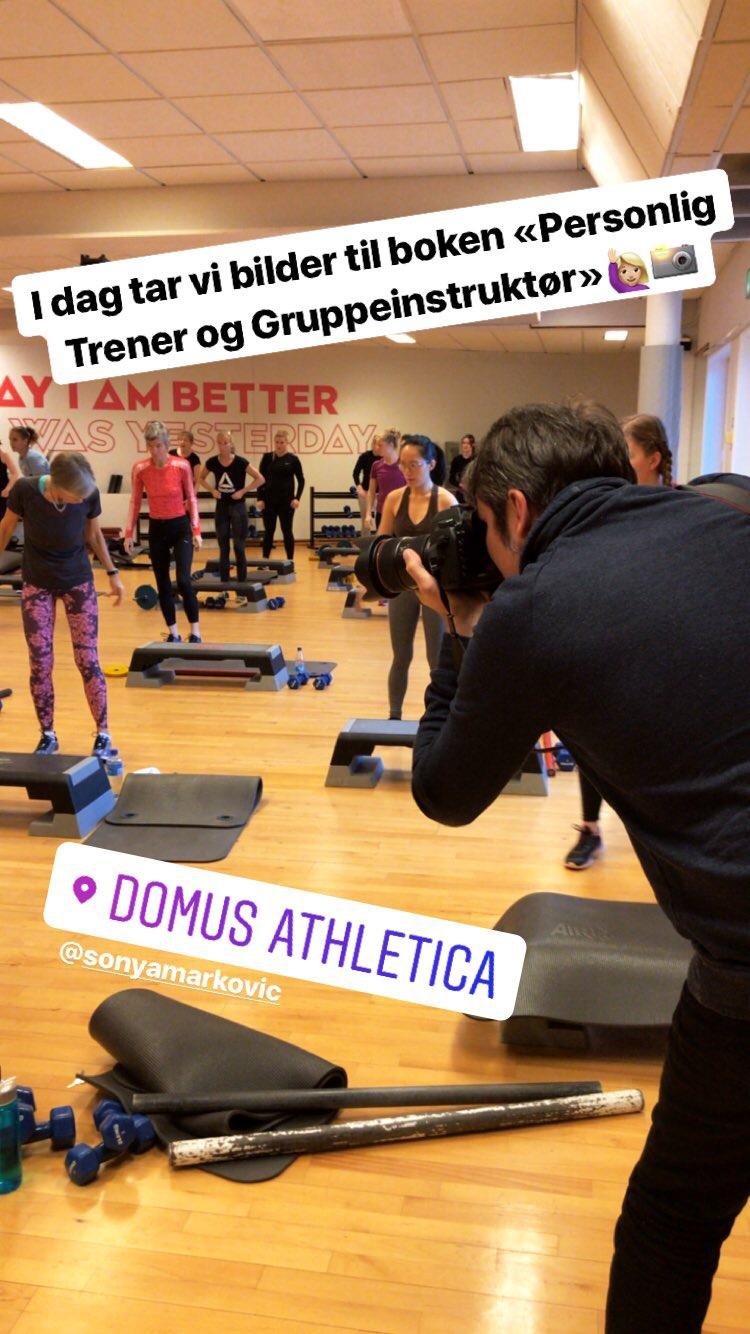 Vi har tatt bilder til boken ved mange ulike treningssentre, som blant annet Athletica Domus. Her fra styrketime med Sonya Markovic.