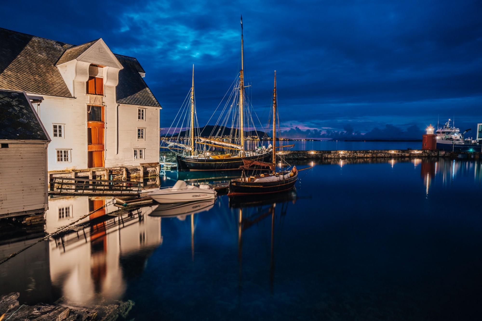 Port of Ålesund photographed at night |  Jakub Fišer