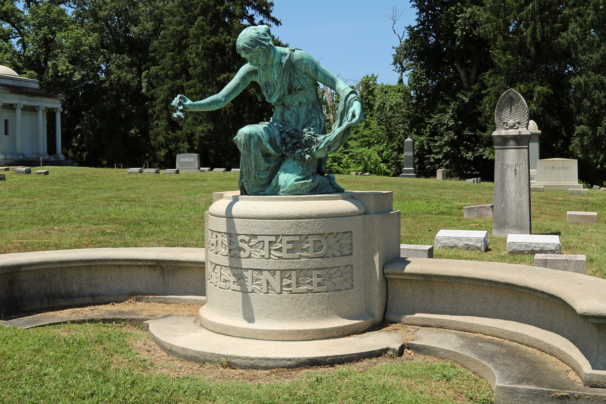 RB statue.jpg