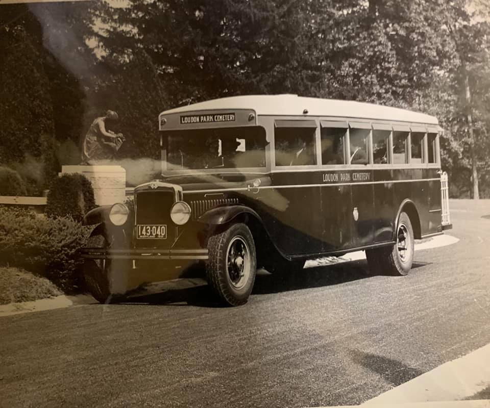 Tolley bus Loudon old.jpg