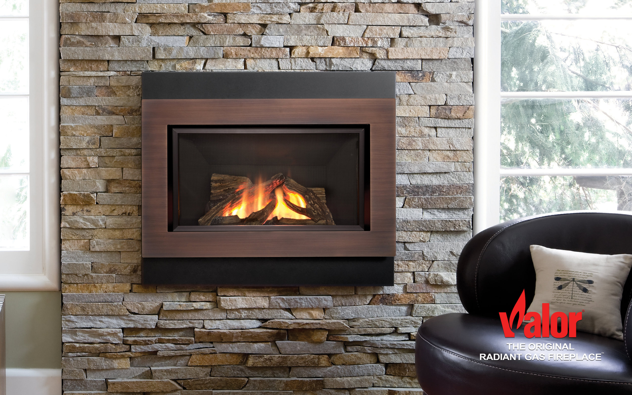 The H4 Series eliminates the need for a traditional hearth in your living space. Elevated to your preferred height the H4 nestles comfortably in your choice of surrounding wall surfaces. Benefiting from the successes of the Horizon engine, the H4 has the same aluminized steel firebox, secondary heat exchanger, fire bed options and brick liner combinations.  Efficient warmth meets modern living to showcase a collection of clean, timeless designs. Choose from two different (landscape and square) backing plates and one of four inner bezel surrounds in copper, nickel painted, nickel plated or black.