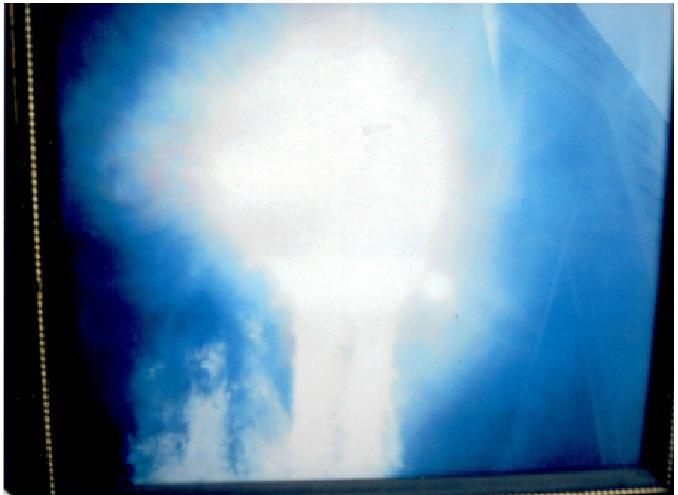 In questa foto il demonio vuole distruggere il sole con liquido che scorre senza sapere perché fare questi dispetti.