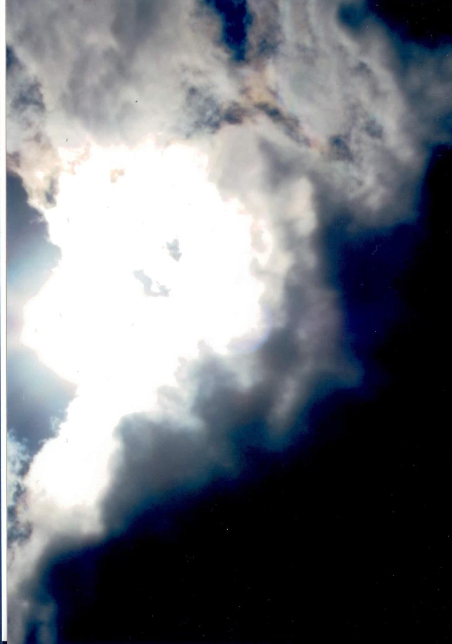 La foto del cristianesimo è molto limpida ma però sono molti pericolo con DIO UNIVERSALE chi pratica l'occulto con magia nere non vi pensate che non vi conoscono perché DIO UNIVERSALE vi prende uno alla volta su cielo e terra.