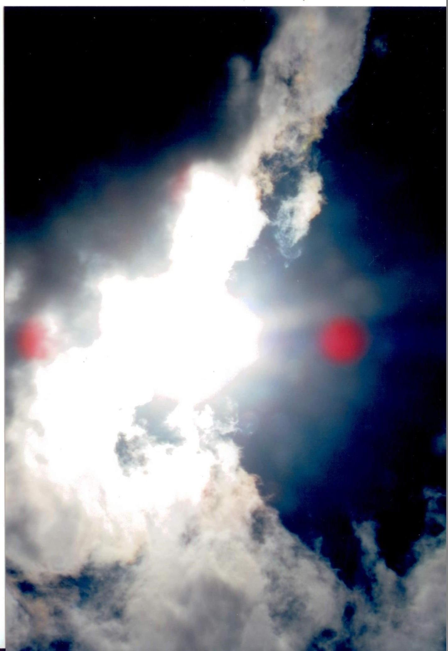 Qui in questa foto ci sono spiriti che lavorano per il demonio bloccano aereo o il pilota per fare precipitare e possedersi le anime. DIO UNIVERSALE e venuto sulla terra per salvare il suo popolo ma senza delle preghiere non si può andare avanti. La guerra spirituale continua fino che si ferma il demonio Castiglio.