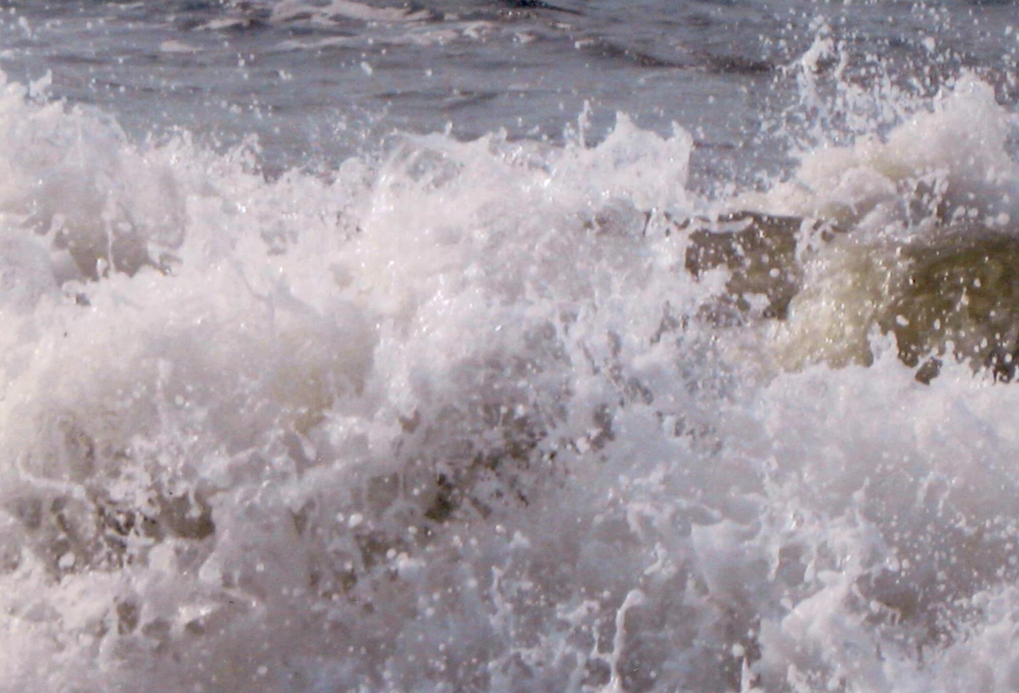 In questa foto IMMACOLATA MARIA da il messaggio a Lina di pregare a DIO UNIVERSALE di togliere dal mondo gli insetti carbonici che danneggiano le piante e fiori. La foto del mare ci sono anime che sorridono con gioia di essere liberate dal demonio per l' eternità.