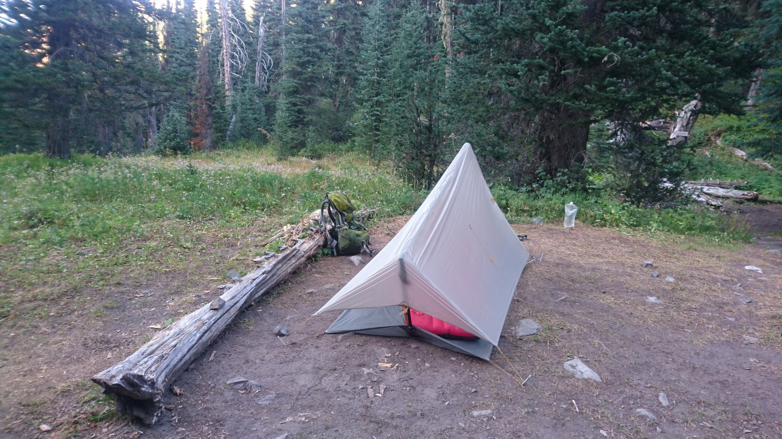 I had just brought my rainfly as shelter and staked it up with my stakes and trekkingpoles. It worked out excellently! Versatile Agnes!