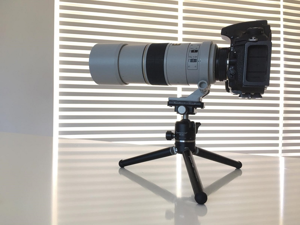 How impressive is that?! A table top tripod easily supporting more than 2.5 Kg!