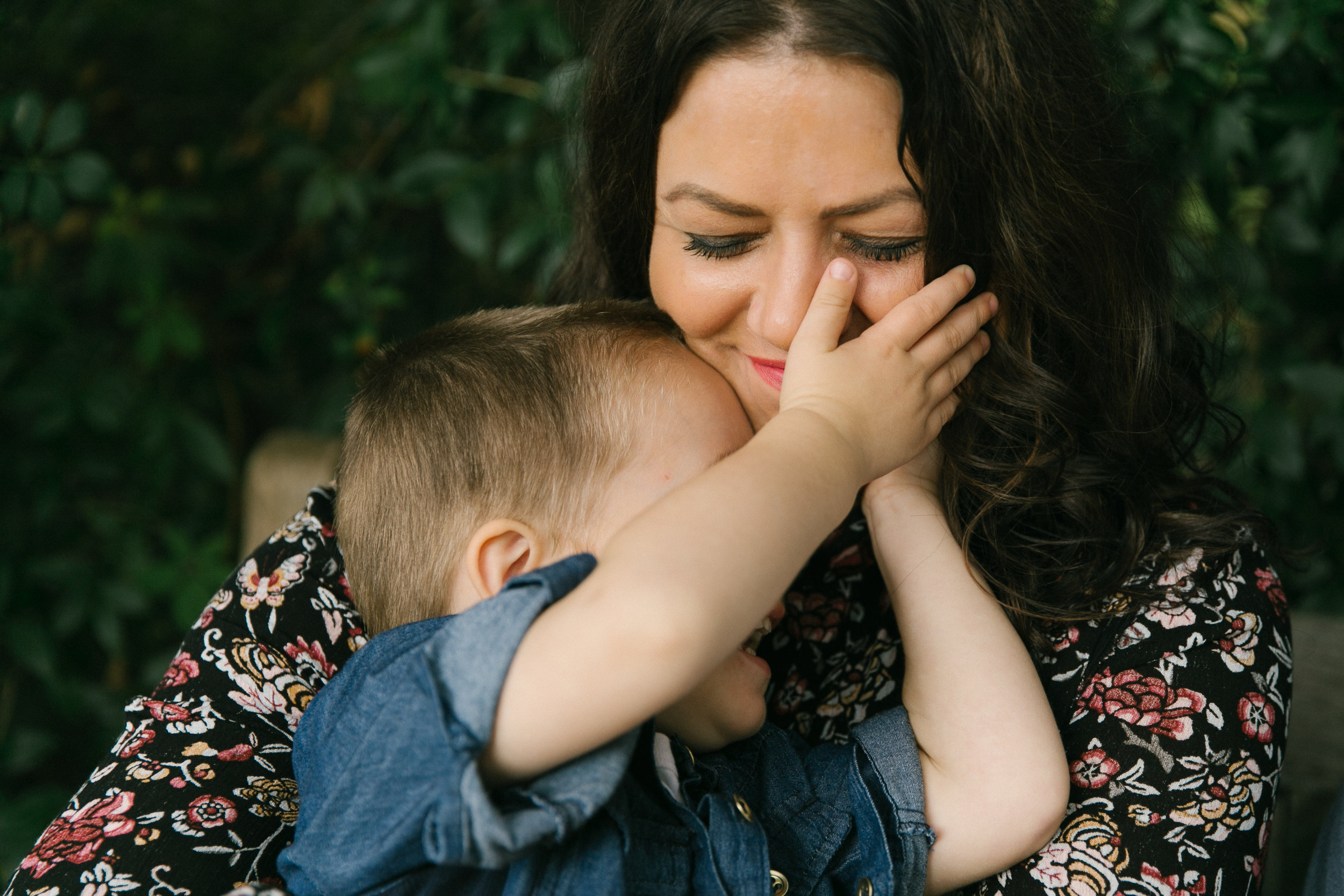 Family photos at Bellevue Botanical Garden, natural light with toddlers   Chelsea Macor Photography-5.jpg