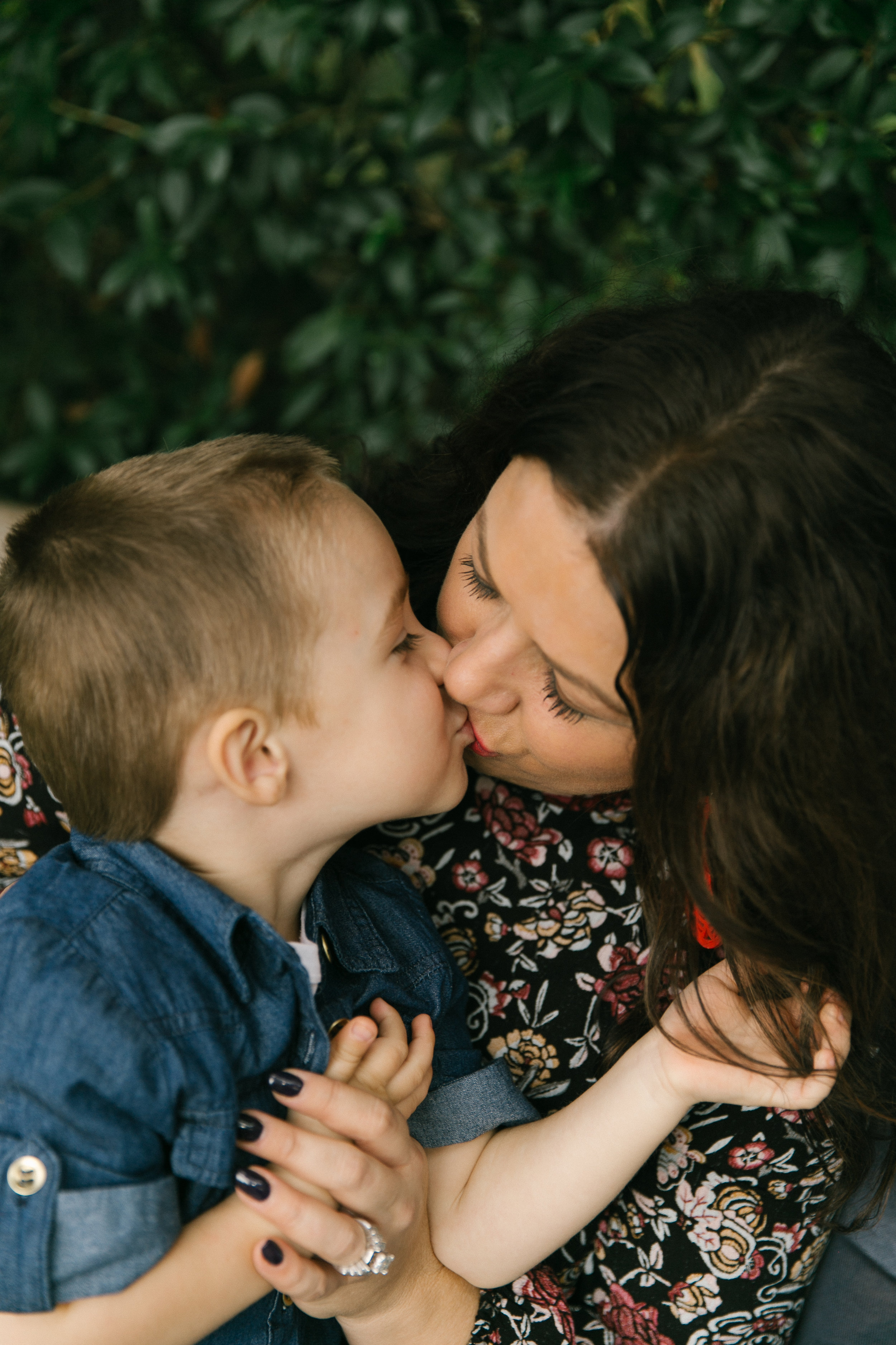 Family photos at Bellevue Botanical Garden, natural light with toddlers   Chelsea Macor Photography-6.jpg
