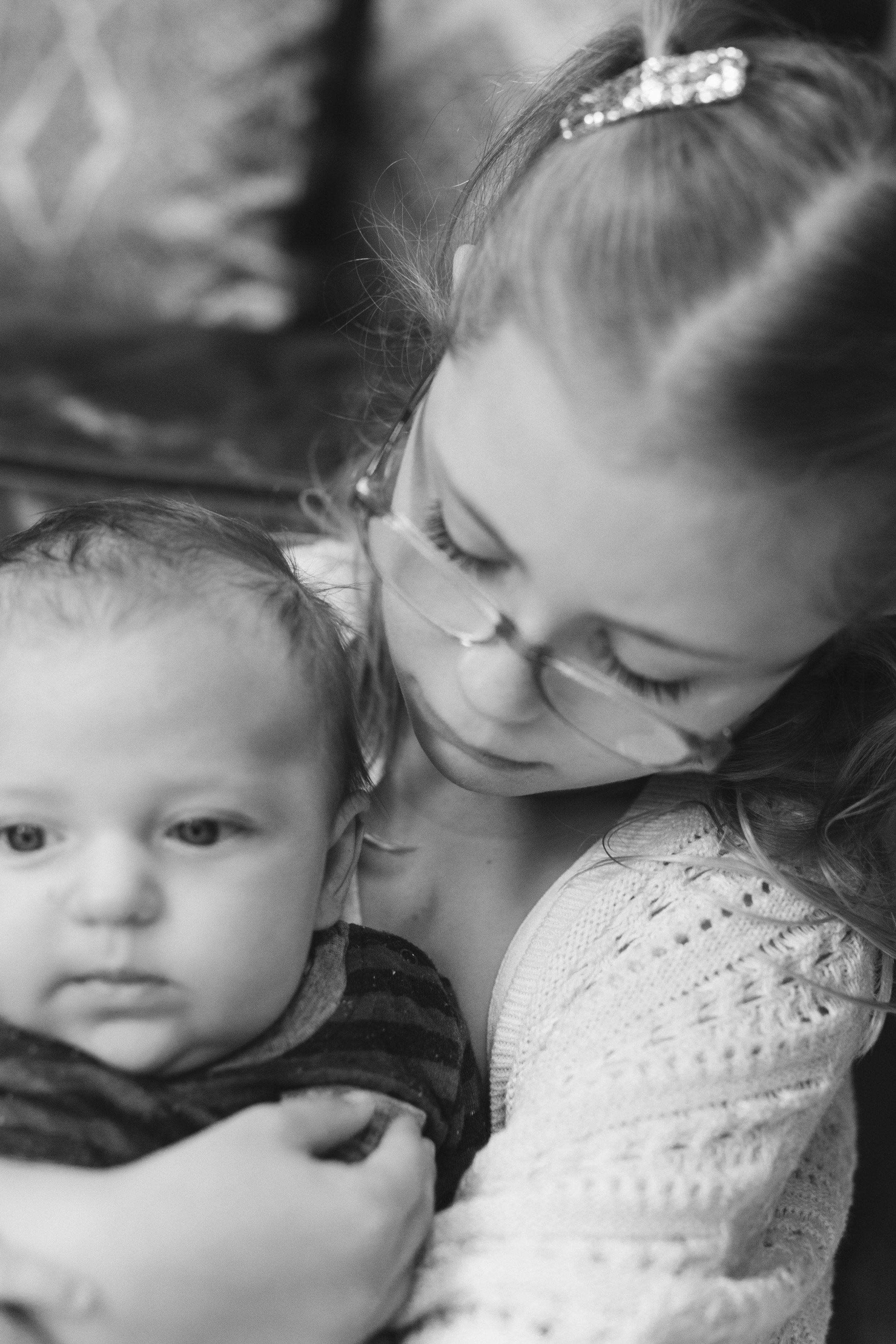 How to decide if an at home family photography session is for you Reasons and examples of Seattle Bellevue home sessions by Chelsea Macor Photography-13.jpg