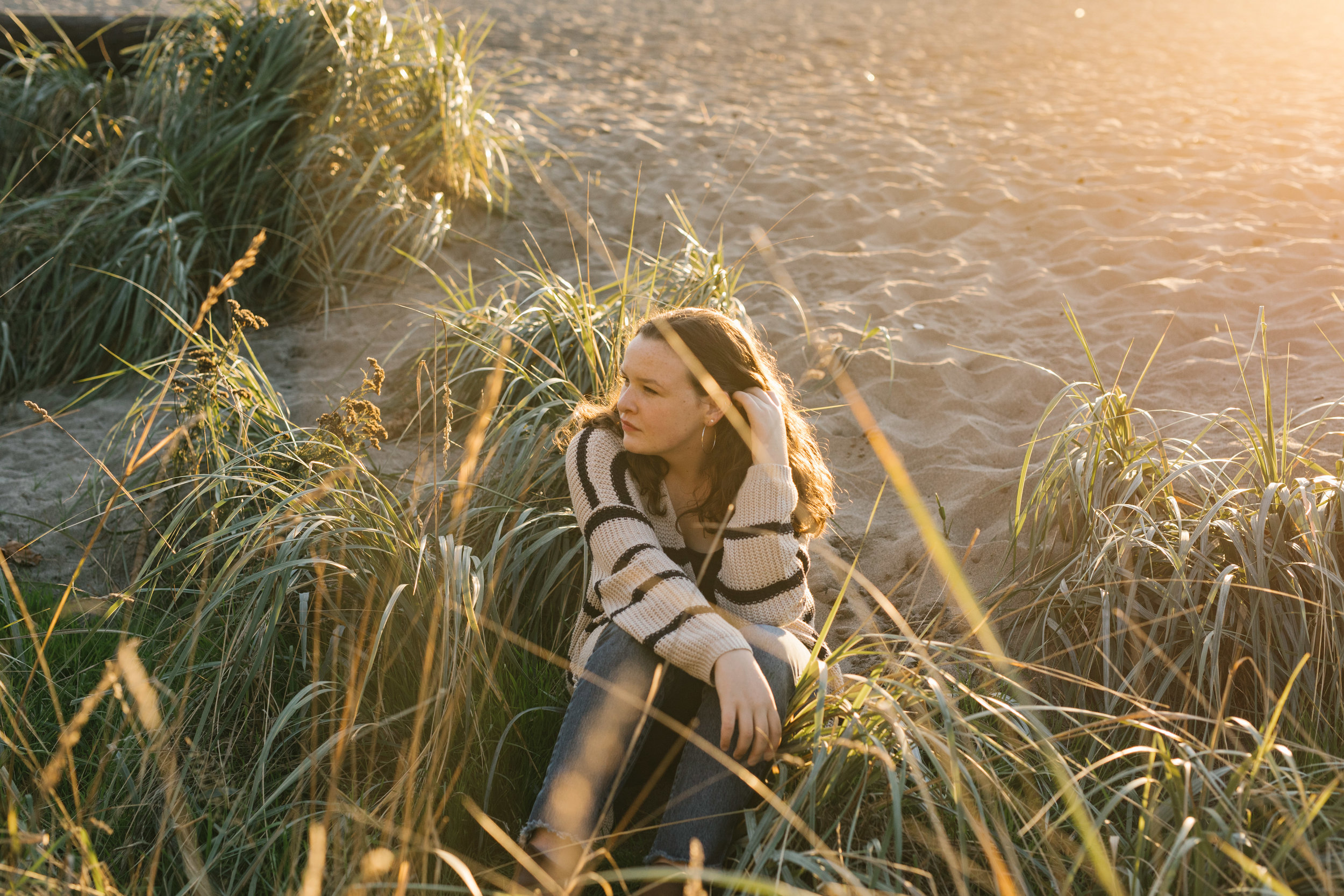 Laurel's Seattle Golden Hour Senior Session at Golden Gardens by Chelsea Macor Photography_-16.jpg