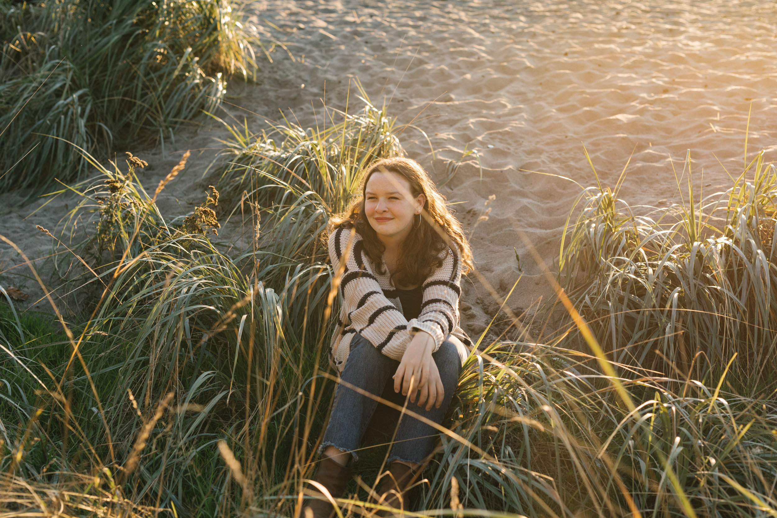 Laurel's Seattle Golden Hour Senior Session at Golden Gardens by Chelsea Macor Photography_-17.jpg