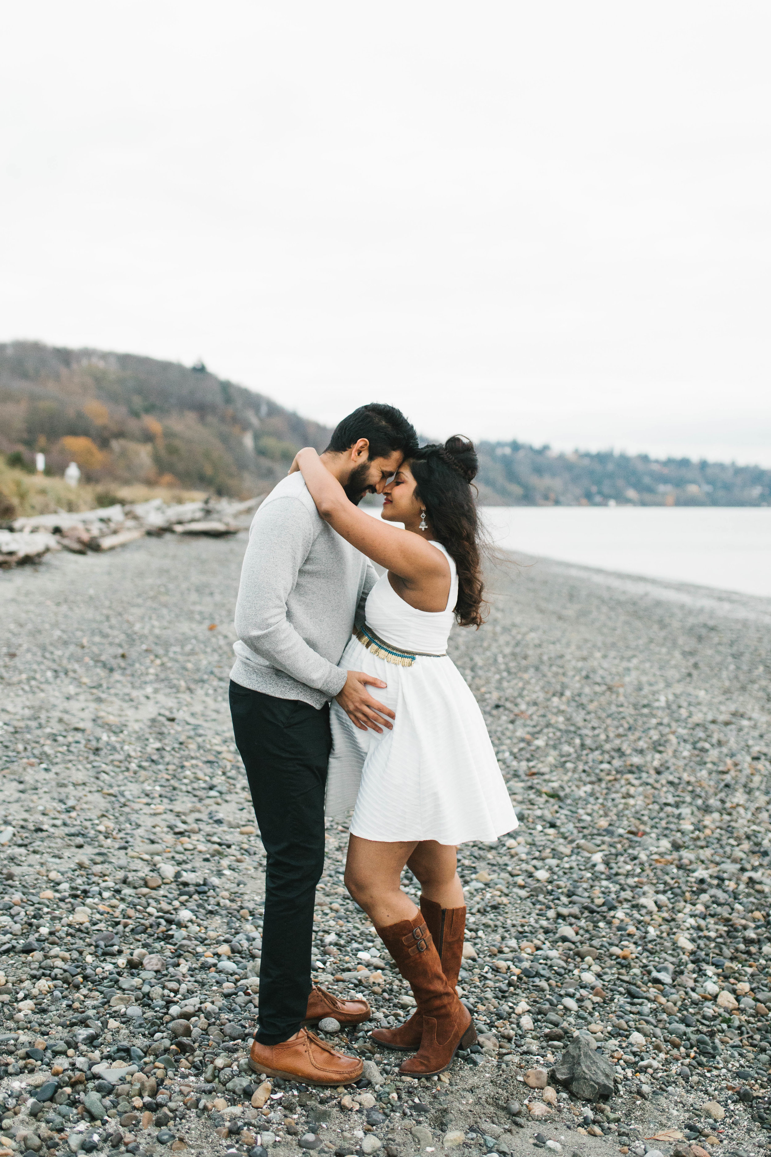 A moody natural light maternity session at Discovery Park in Seattle by Chelsea Macor Photography-25.jpg