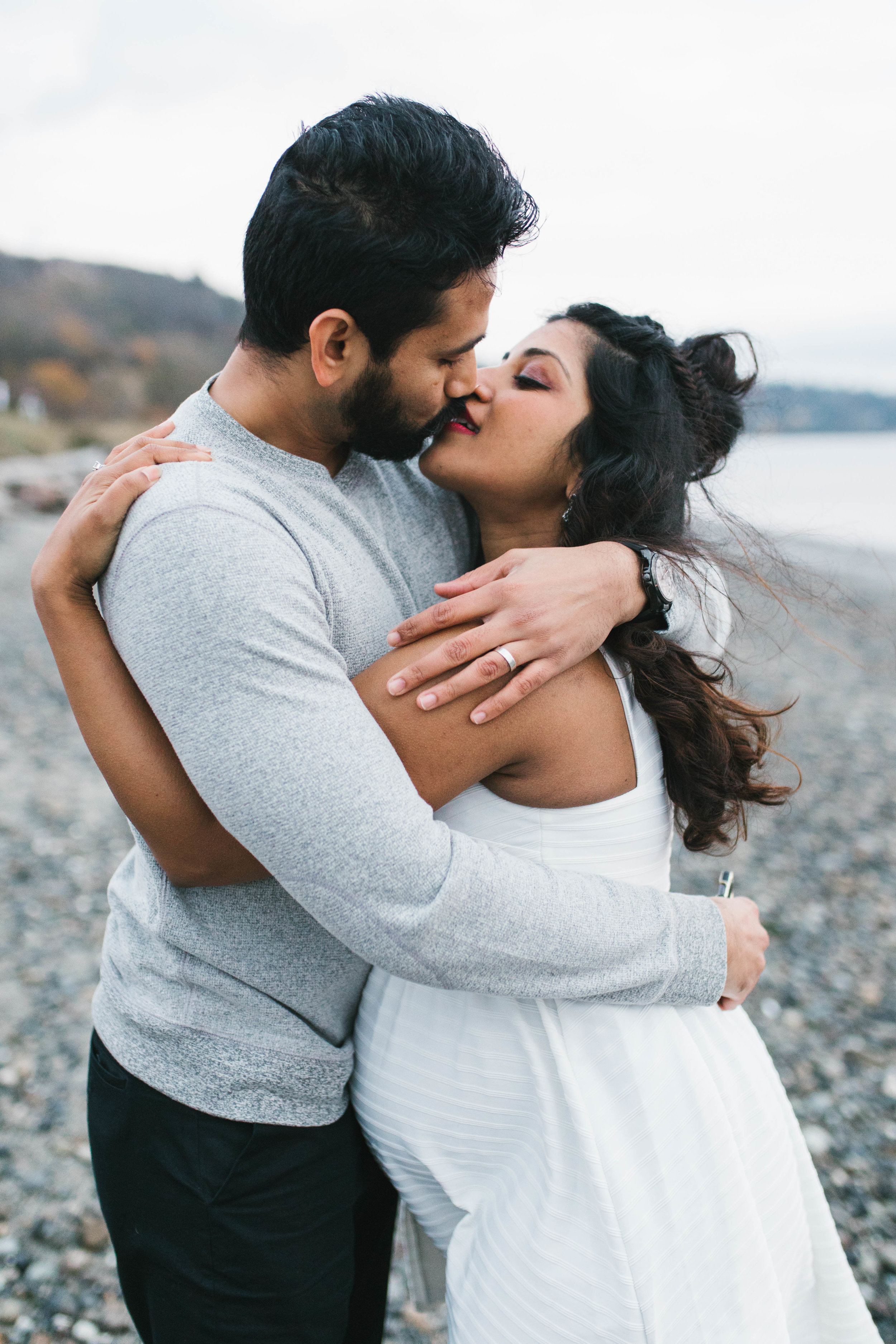 A moody natural light maternity session at Discovery Park in Seattle by Chelsea Macor Photography-27.jpg