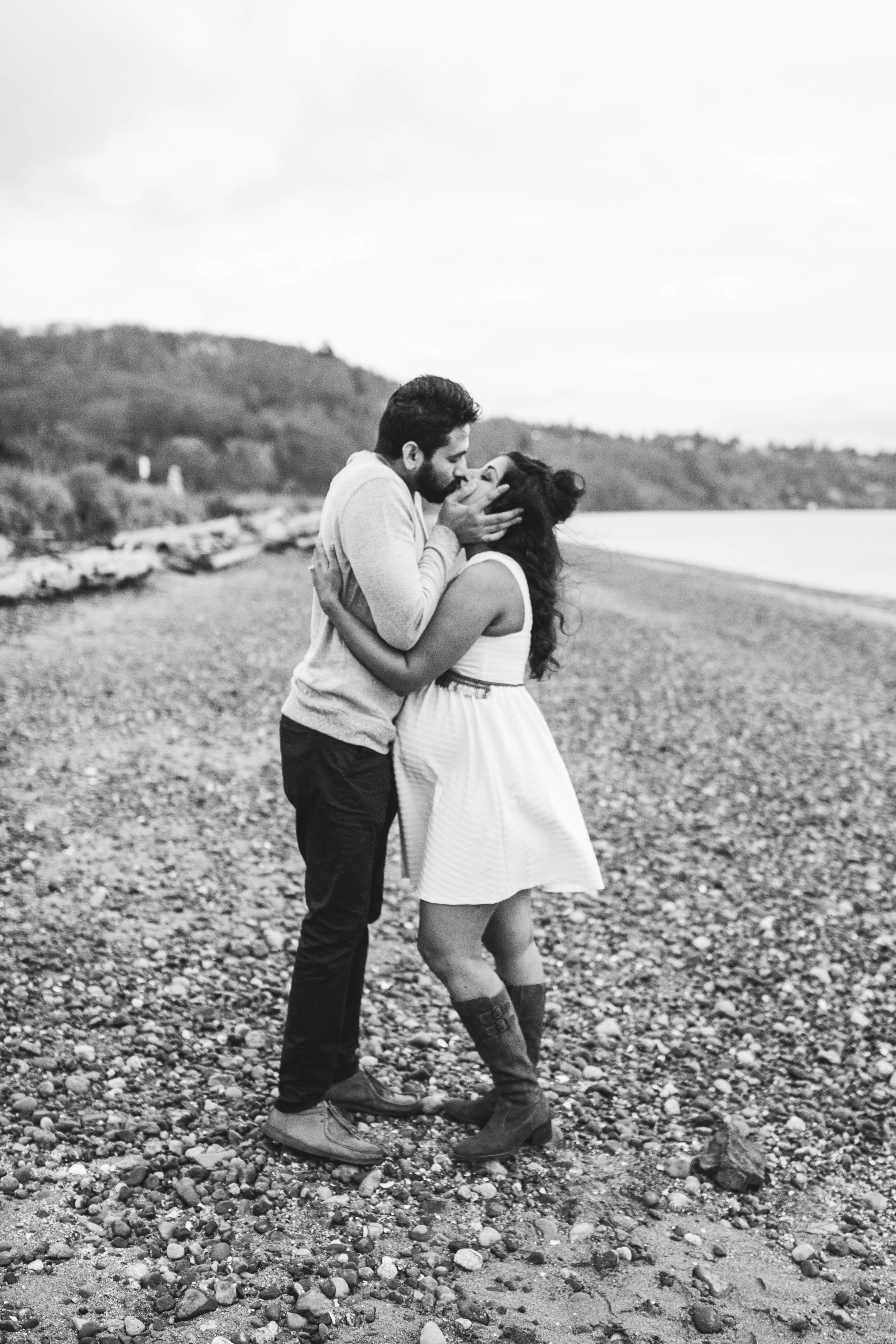 A moody natural light maternity session at Discovery Park in Seattle by Chelsea Macor Photography-31.jpg