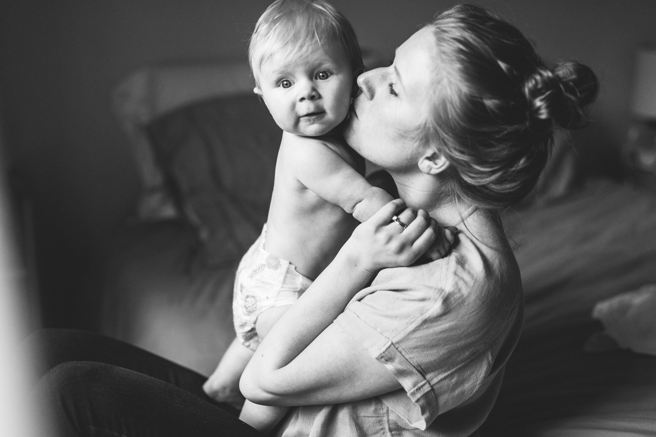 Soulful and intimate Kirkland home photography session with mother and daughter by Seattle photographer Chelsea Macor Photography #seattlefamilyphotographer #kirklandfamilyphotographer #bellevuefamilyphotographer