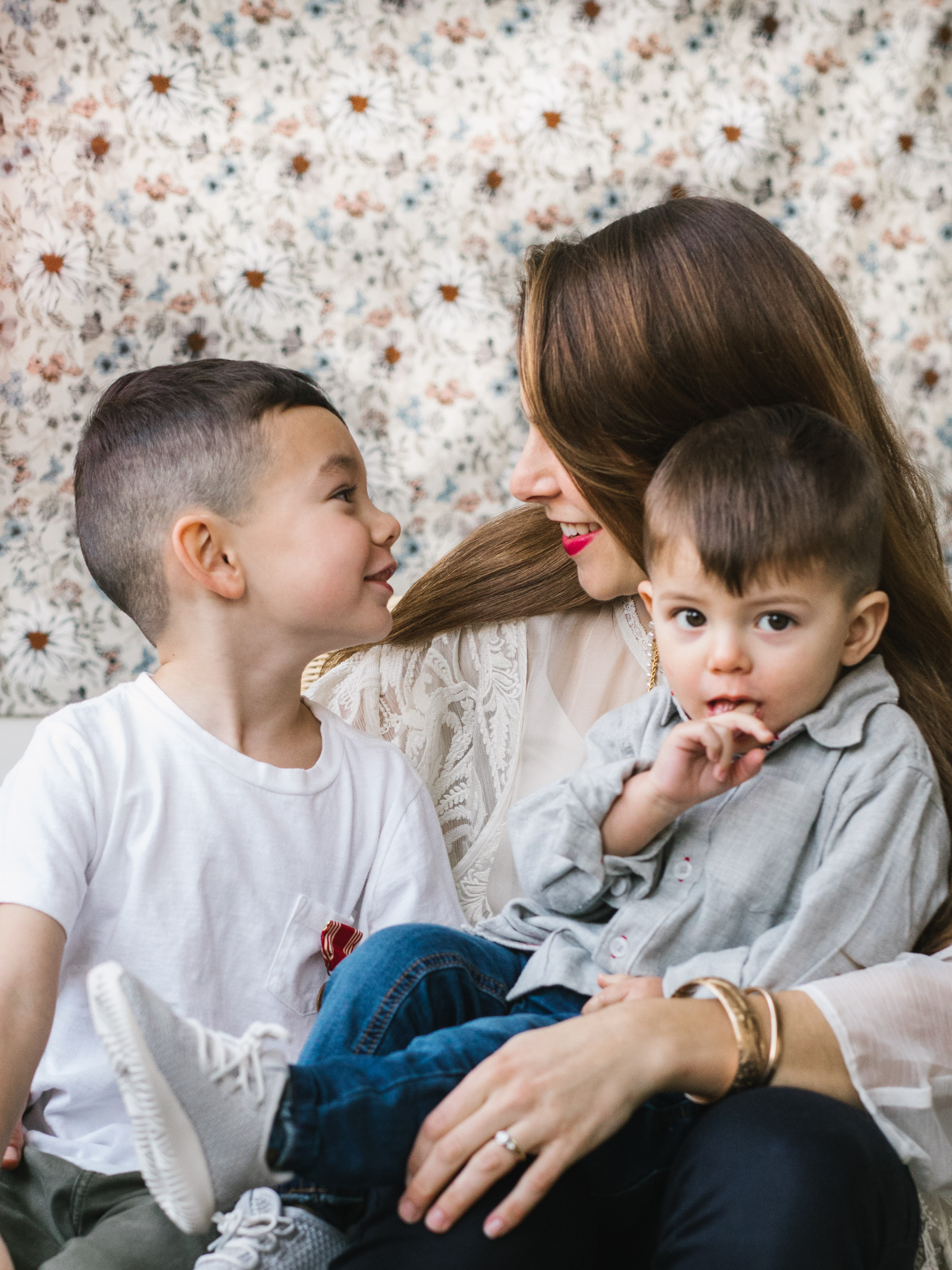 Beautiful intimate authentic mother and children seattle family photography session by Chelesea Macor Photography-6.jpg