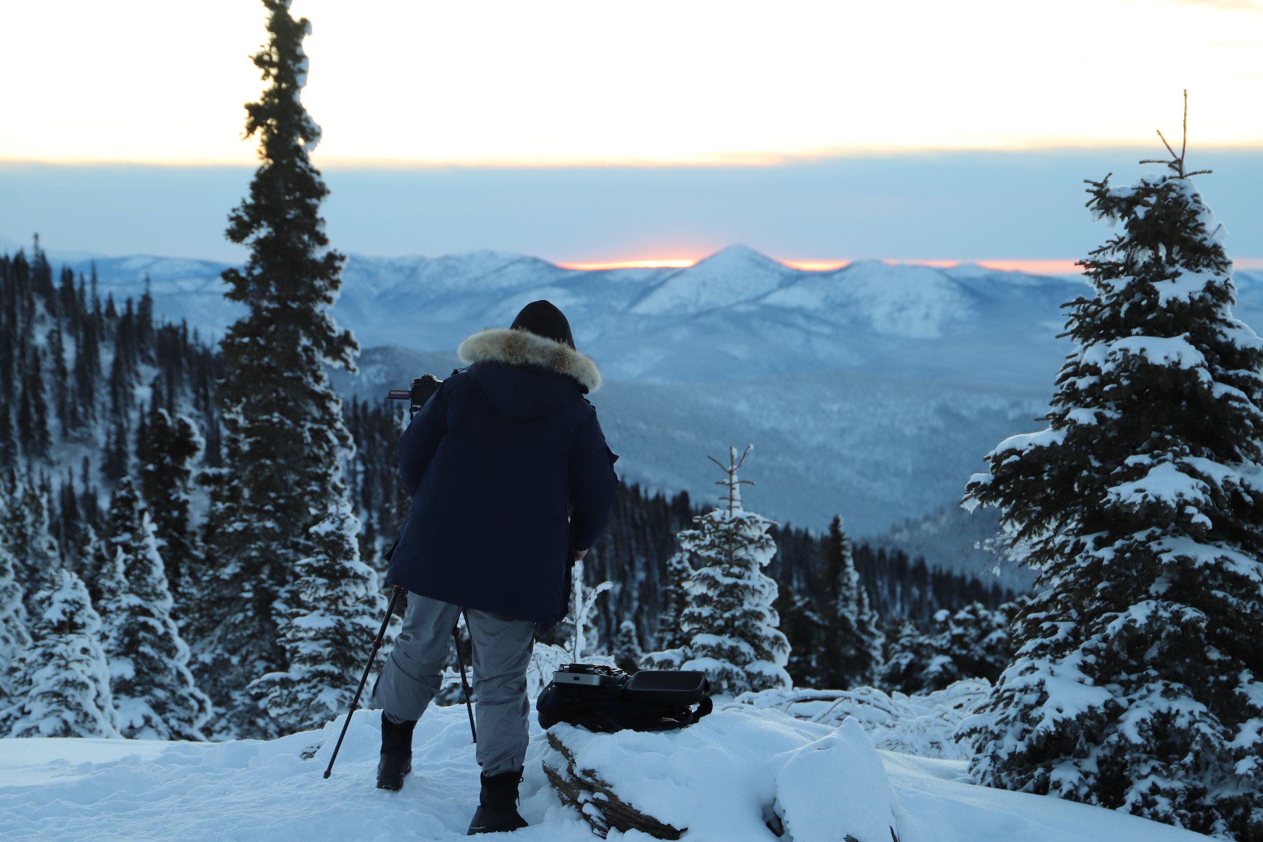观日落 - - 坐军用坦克车到查理穹顶- 360度无敌视野- 白雪覆盖的山顶与日落辉映的天空是摄影爱好者不可错过的美景约1.5 - 2 小时 - $50/ 每人