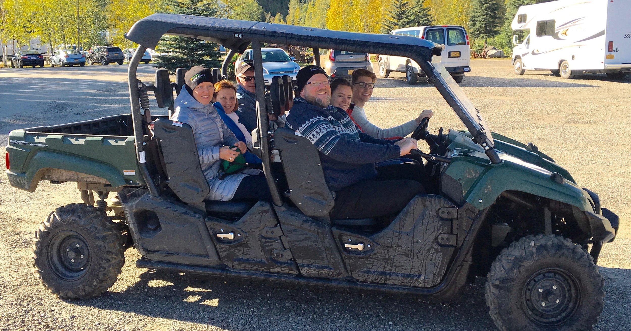专人开四轮越野车 - 由贵宾驾驶技术程度决定不同路线,让您看到珍娜温泉最美的风景。全程45分钟,$70 /每人