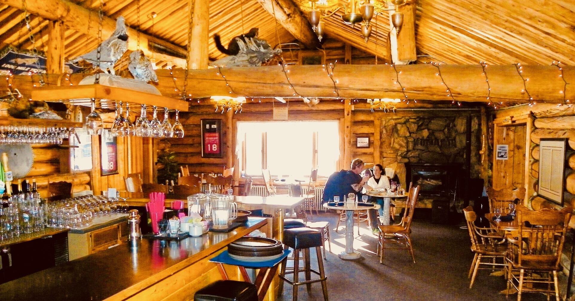 餐厅 - 我们的餐厅有很多阿拉斯加的美食!0700~1100 早餐* (不包含的)1100~1600 午餐1100~2200 晚餐