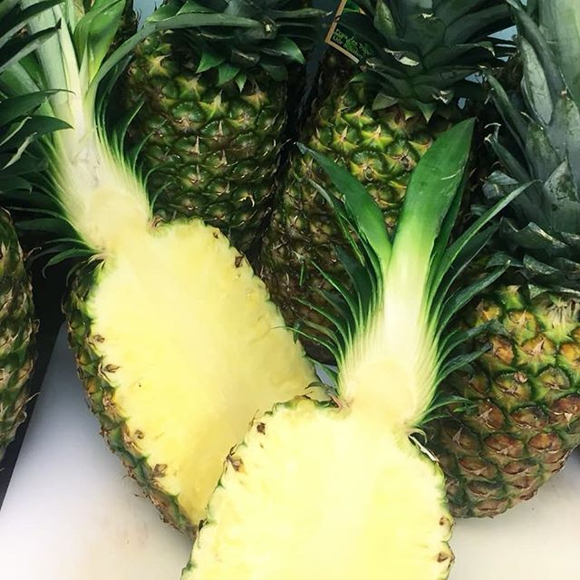 We make our pineapple poke with only the freshest 👌✔️