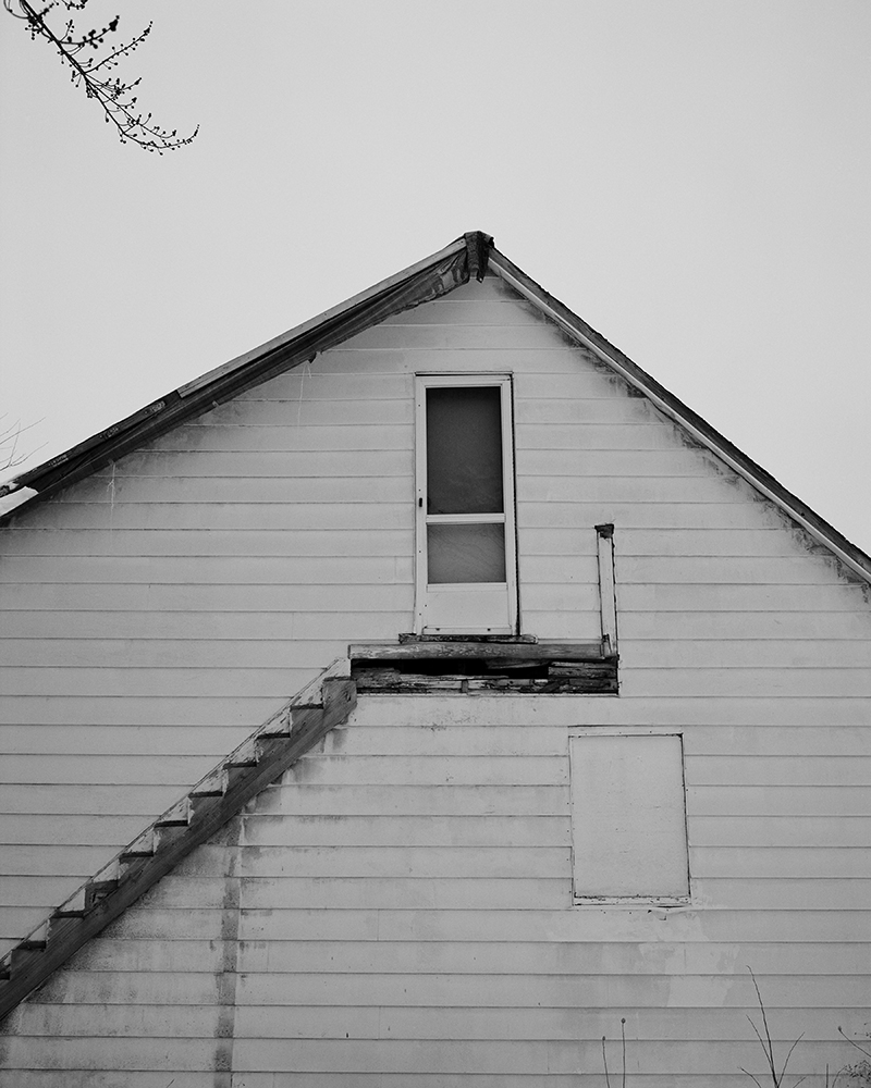 Matt Eich,  Exit Through the Side Door, Cleveland, Ohio , 2016