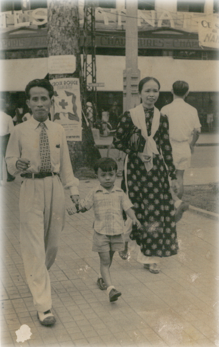 Grandparents and Dad in 1950.jpg