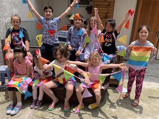 ALL THE RAINBOWS! Fab 3 days of rainbow camp, we made: 🌈 Ombré soaps 🌈 Bath bombs 🌈 Bouncy balls 🌈 Slime 🌈 Paper marbling 🌈 Macrame 🌈 Sewing bunting, skirts and backpacks!  Phew!!