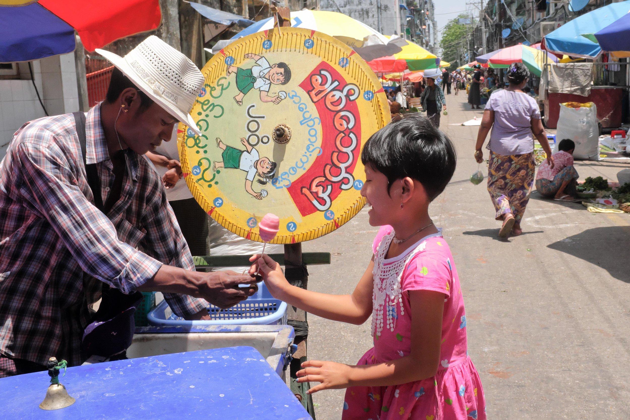 Ice lollies at Yangon Market - Breakfast Tour
