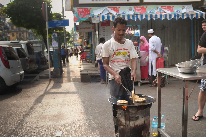 Yangon breakfast street food tour: Parratha