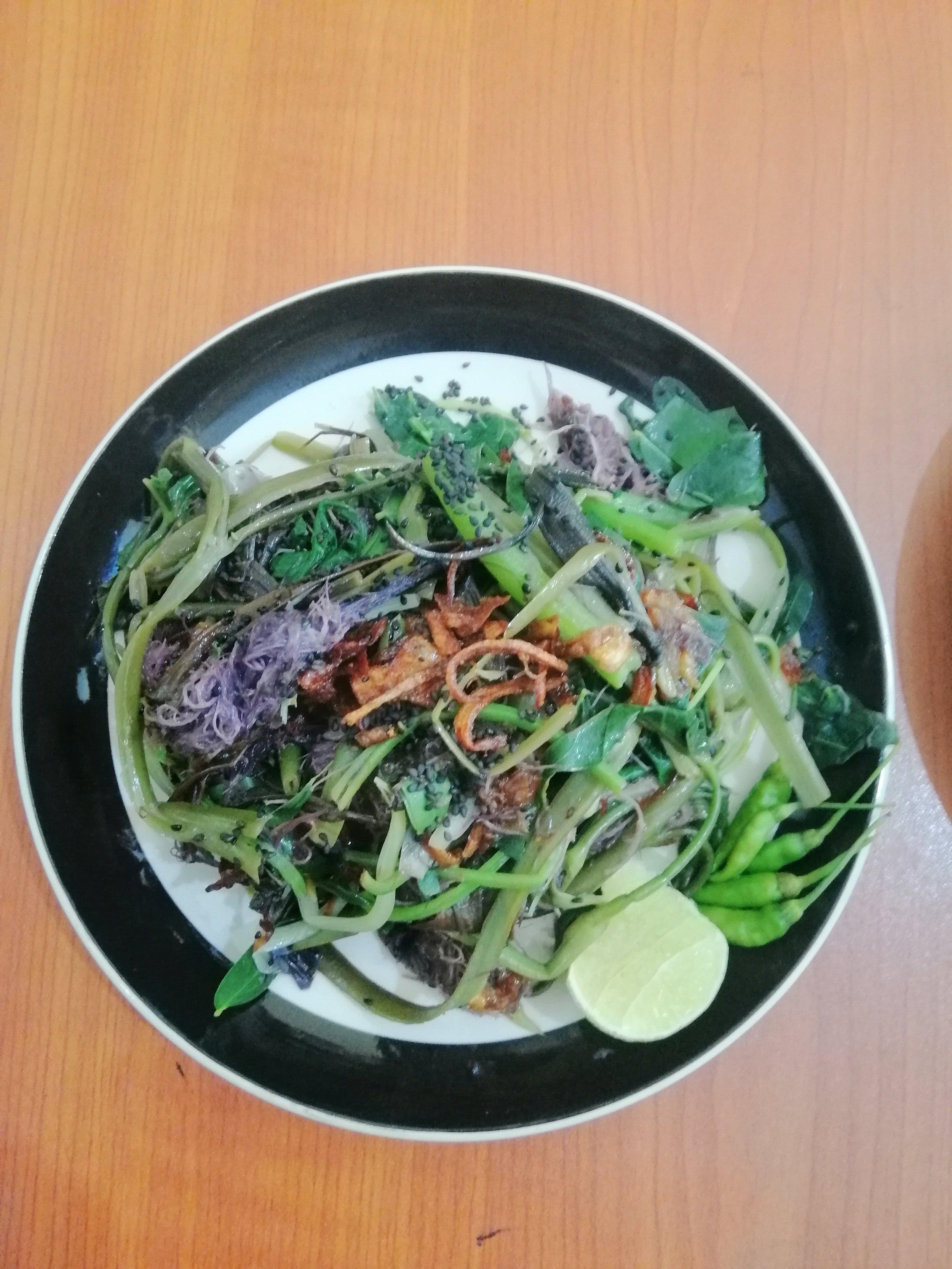 Karen style black seas moss salad
