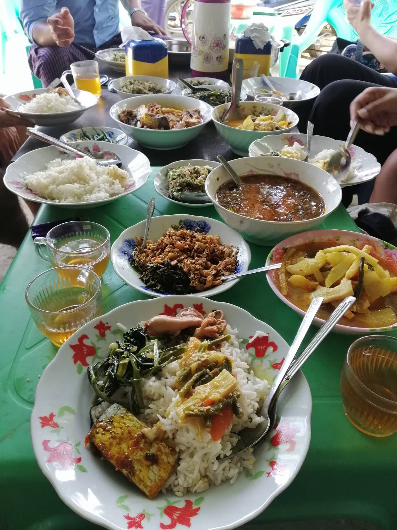 A feast cooked by village hosts