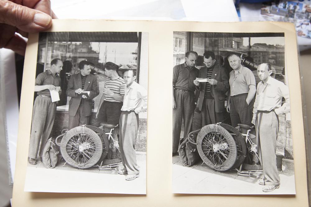 Van Heusden onderweg met zijn wielen en de hoezen gemaakt door zijn vrouw