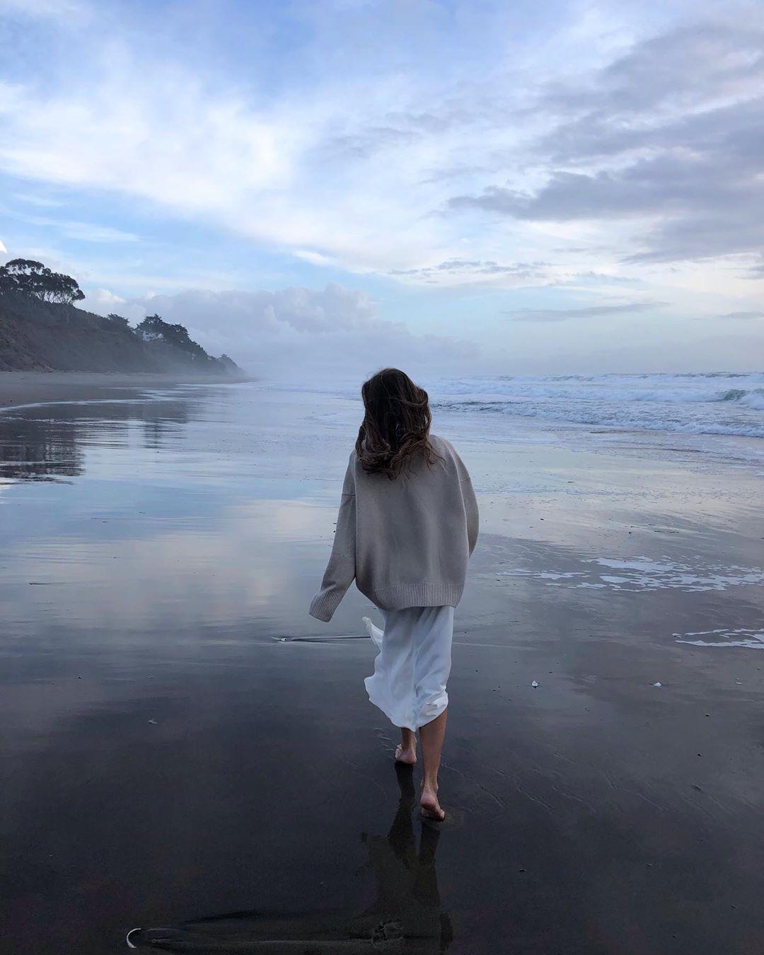 Мечта - все время ходить в oversized кашемировых джемперах  Source: Instagram @golomazdina
