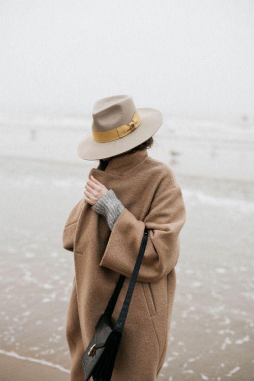 Спрятаться за шляпой  Source: Pinterest