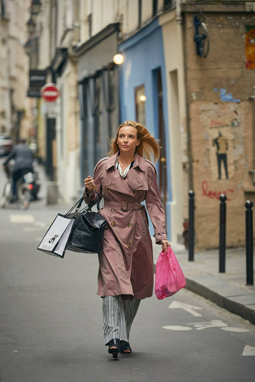Дымчато-розовый тренч  Burberry   Source: Vogue UK