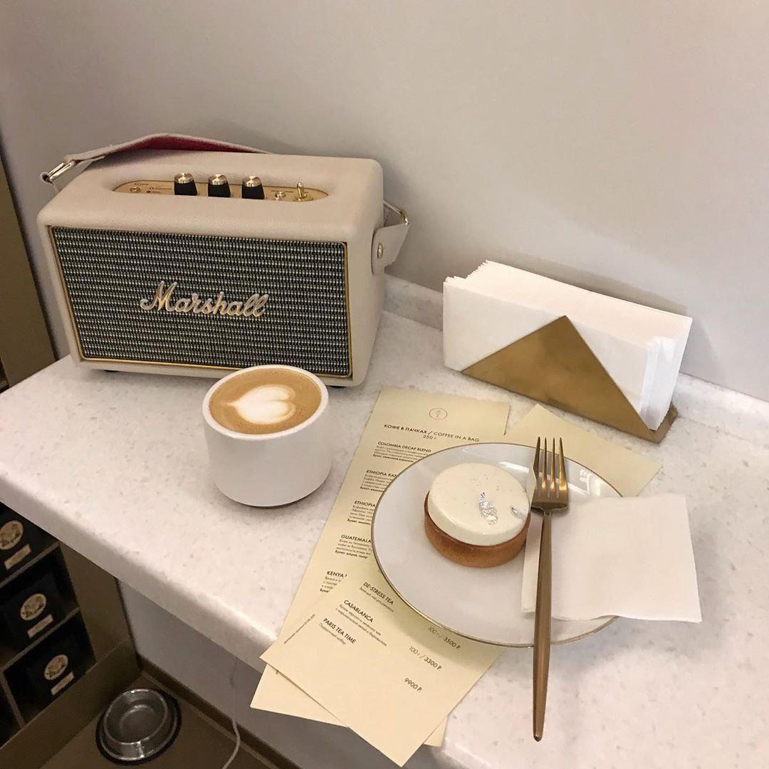 """Тарталетка """"Абсолютная ваниль"""" и латте в кондитерской Atelier de Tartalettes"""