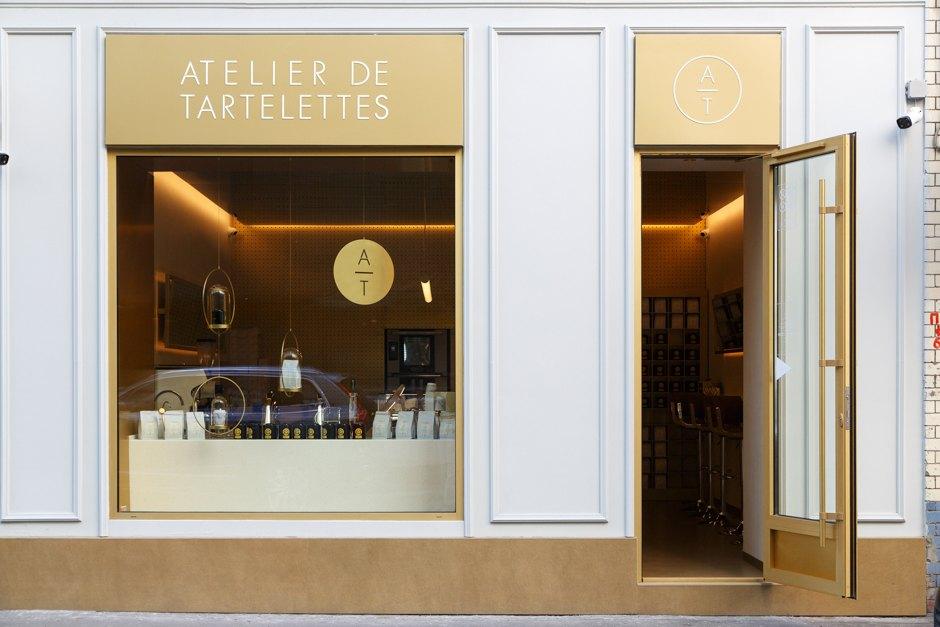 Витрина кондитерской Atelier de Tartalettes