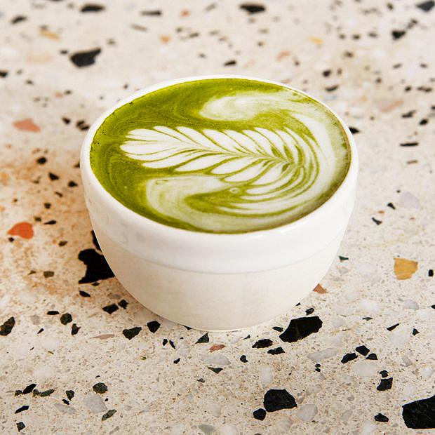 Матча латте в кофейне ABC Coffee Roasters
