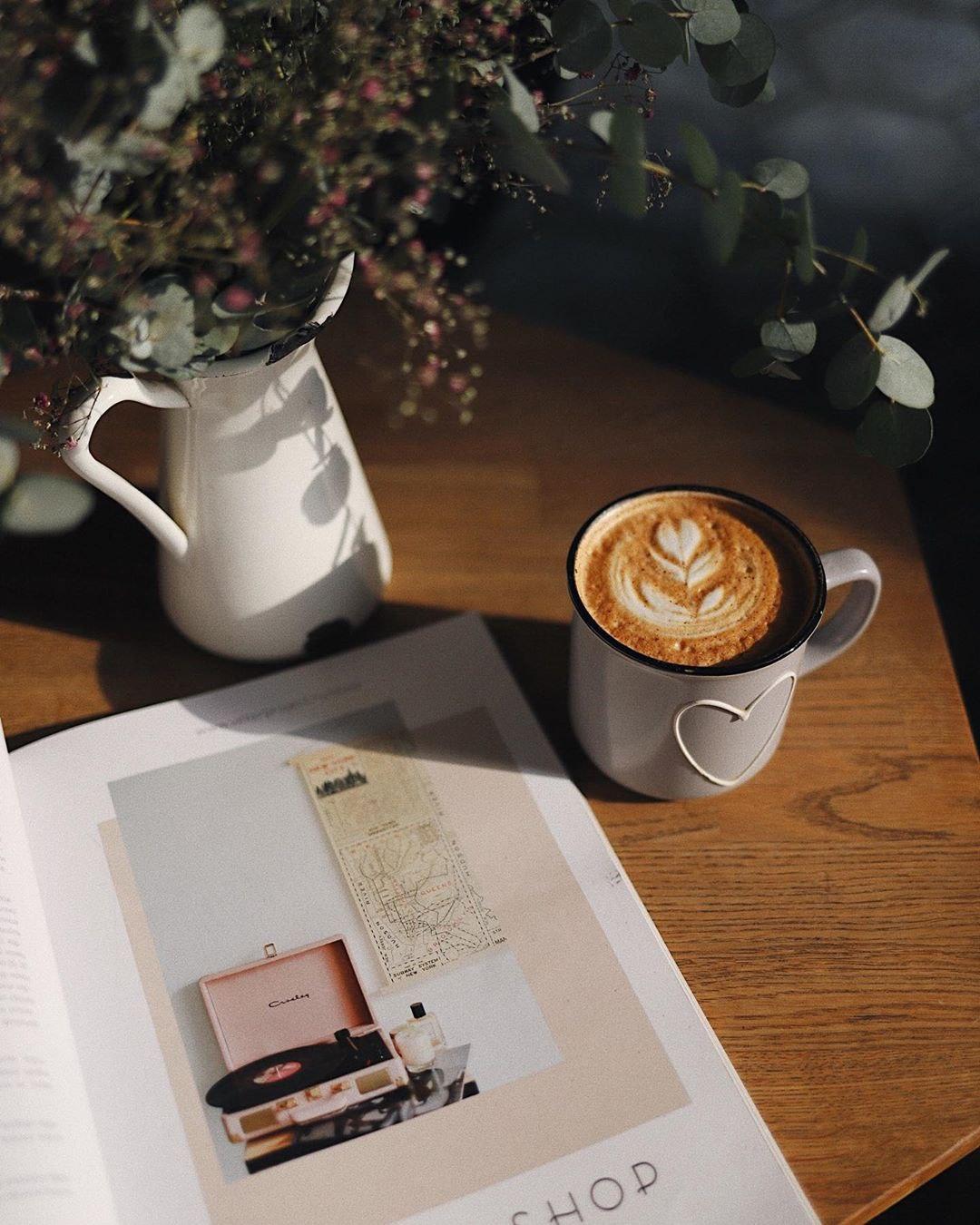 Латте в hygge кофейне Розетка и кофе