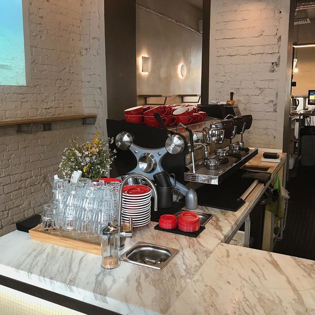 Эспрессо машина в кофейне Кооператив Чёрный