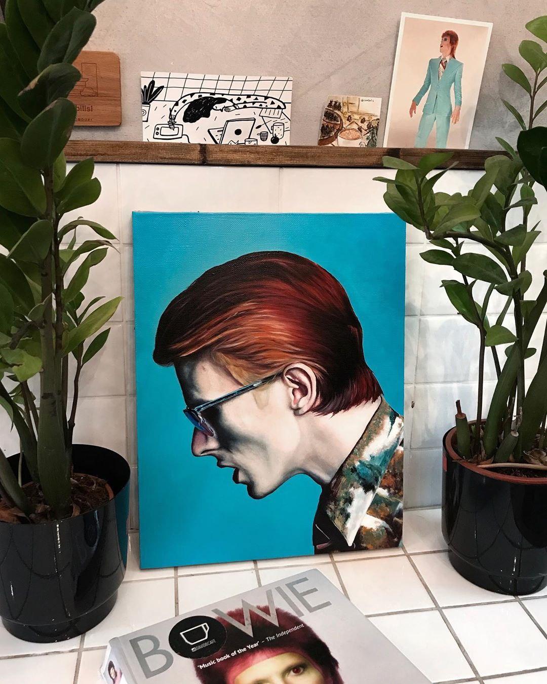 Картина с Дэвидом Боуи в кофейне David B. Café