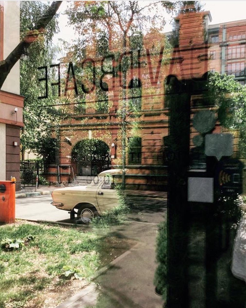Вид из окна кофейни David B. Café