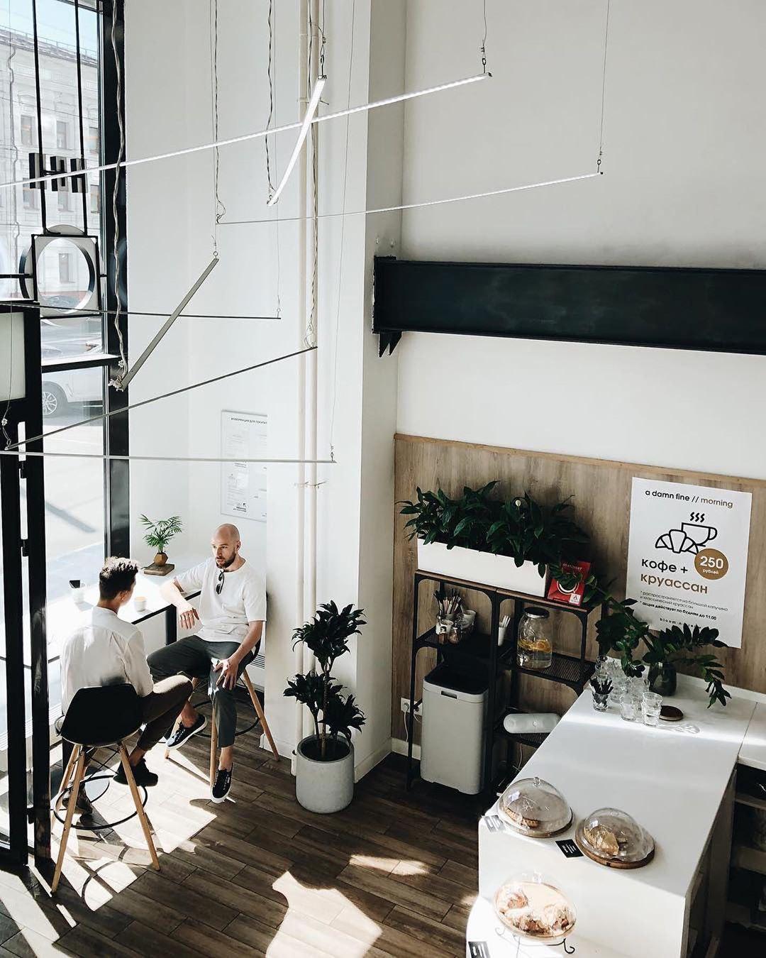 Интерьер кофейни Bloom-n-Brew