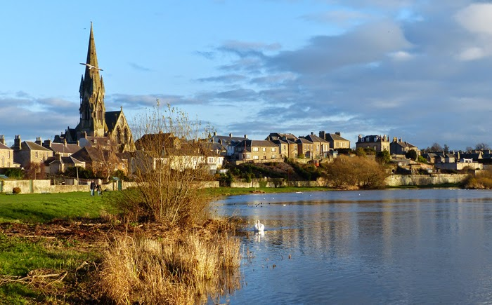 Tweed-le Dee! -- The market town of Kelso nestles up against the River Tweed, famous for its salmon fishing not to mention its views. Our new home in Scotland will be within close walking distance of this windy waterway.