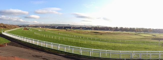 Horse Play -- The Musselburgh Race Course encircles the Musselburgh Links. I guess this is Scotland's idea of multi-tasking.