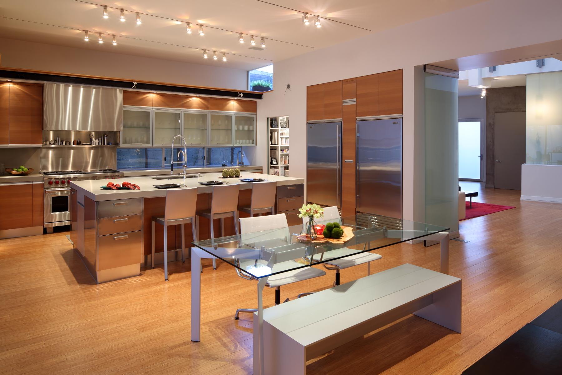 06-kitchen2.JPG