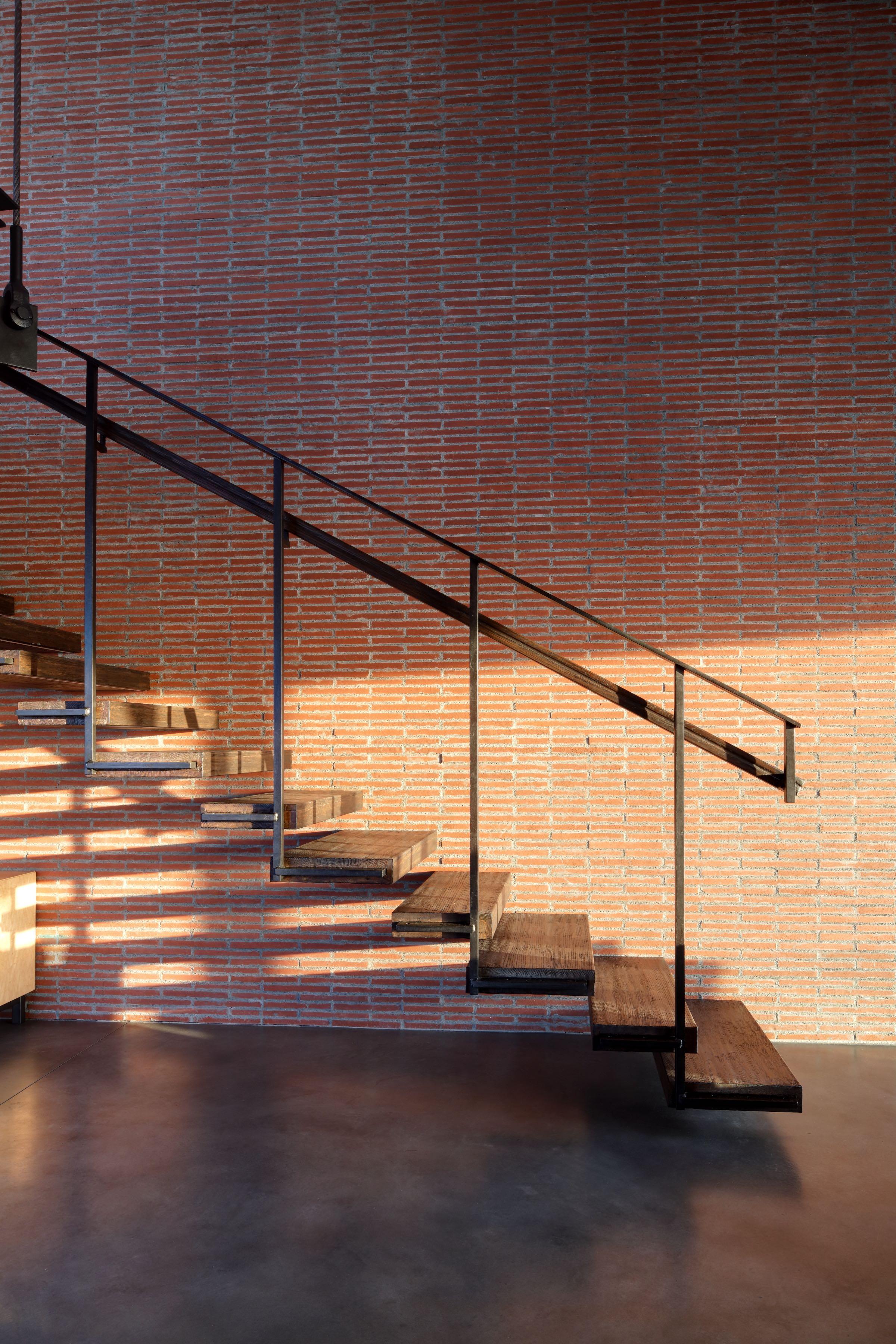 03b-stairs2.jpg