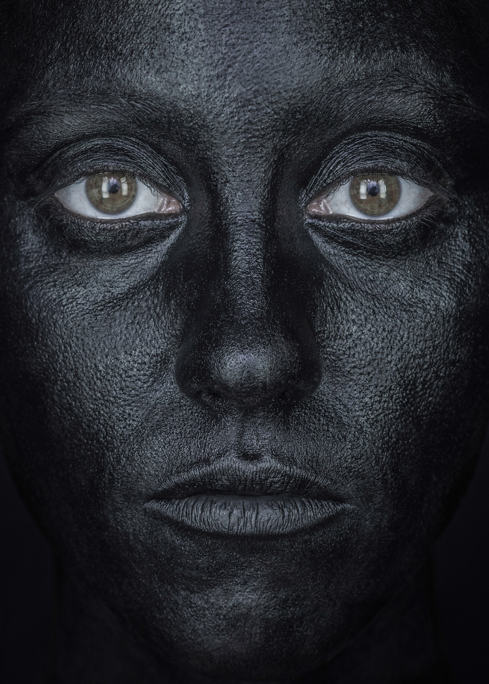 EvaMueller_BLACK_FACE_05.jpg