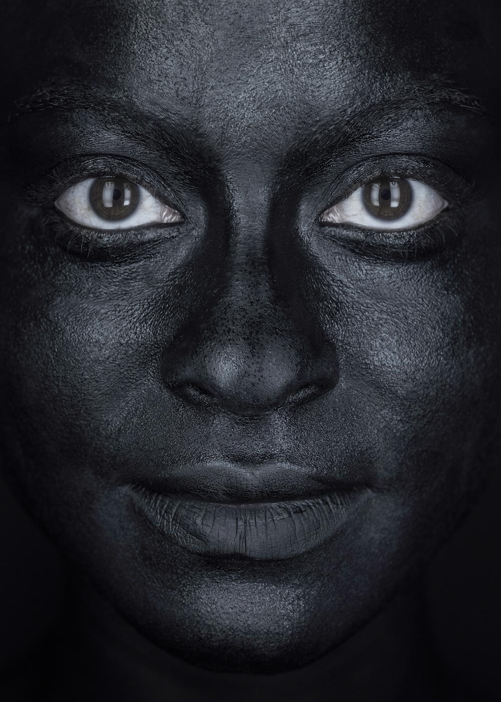 EvaMueller_BLACK_FACE_11.jpg